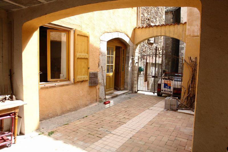 castellane visiter une maison de village en provence. Black Bedroom Furniture Sets. Home Design Ideas