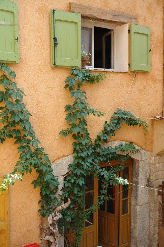Castellane visiter une maison de village en provence - Taille standard porte d entree ...